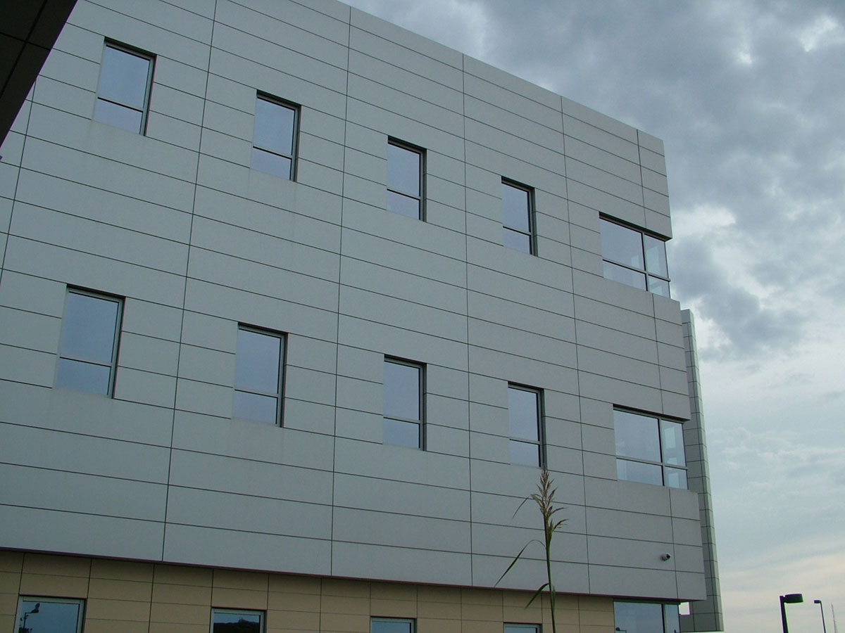 Alucobond, University Hospitals Ahuja Medical Center, HKS, Photo by Black Marvin, Ohio