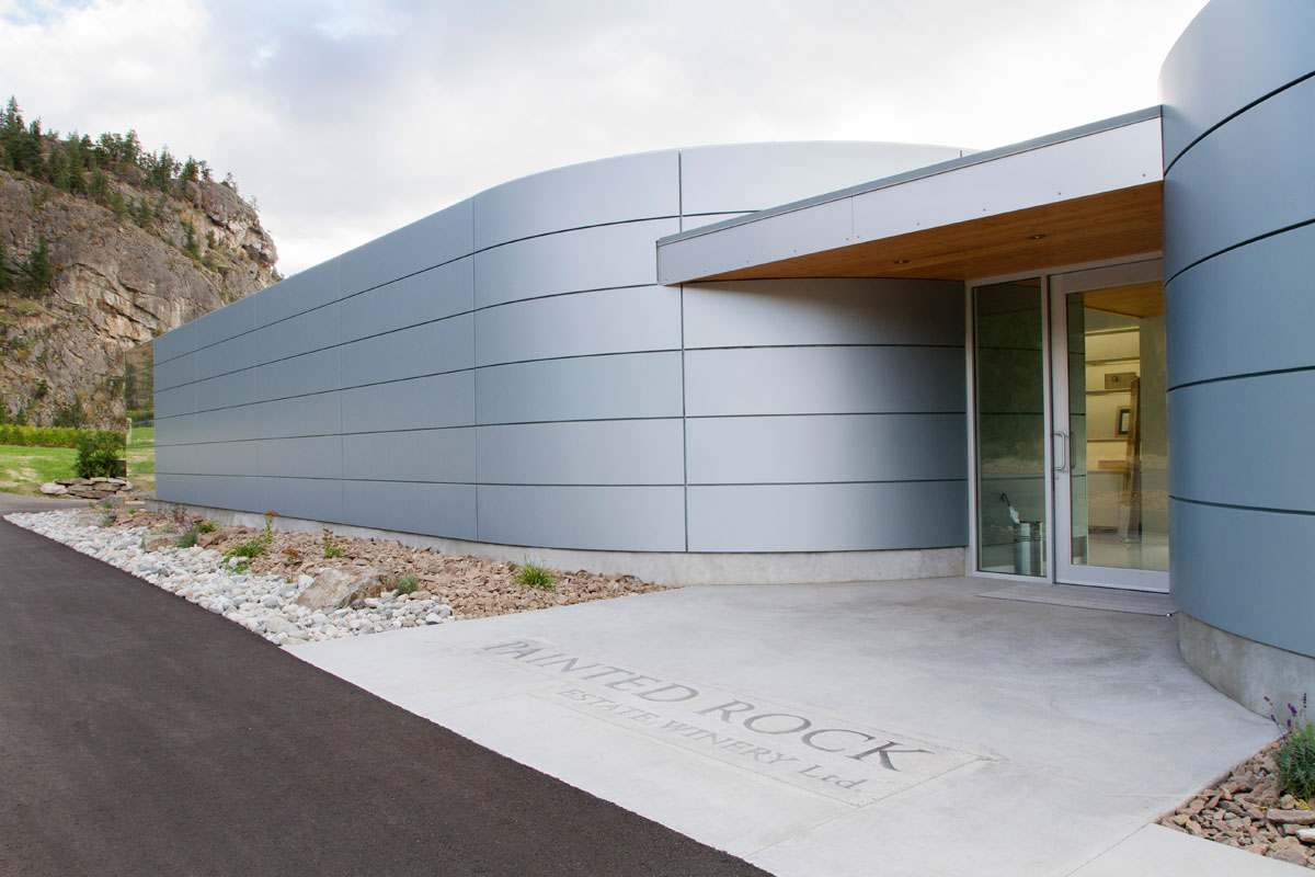 Winery Designed With Alucobond Acm Reflects Lakeside S