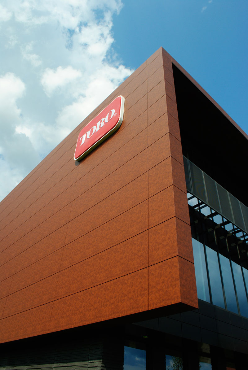 Toro Headquarters, Bloomington, Minnesota, Leo A Daly, Metal Design Systems Inc, Alucobond NaturAL ACM, Photography by Mike Herbst courtesy of EBP, LLC