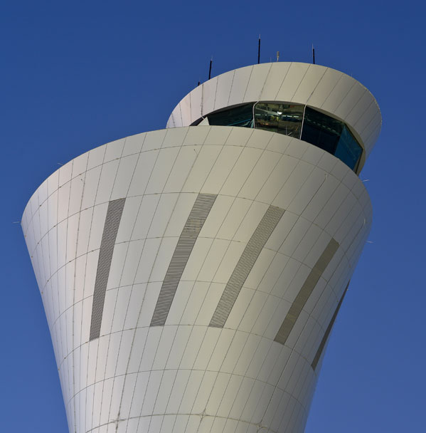 SFO Airport Control Tower Clad in Alucobond Plus Welcomes Passengers With Lit-Torch Design
