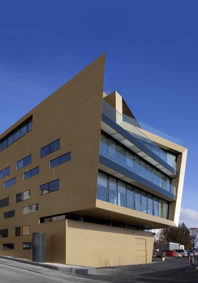 Raiffeisen Finanz Center, Eisenstadt, Alucobond_Gold, Photography Paul Ott