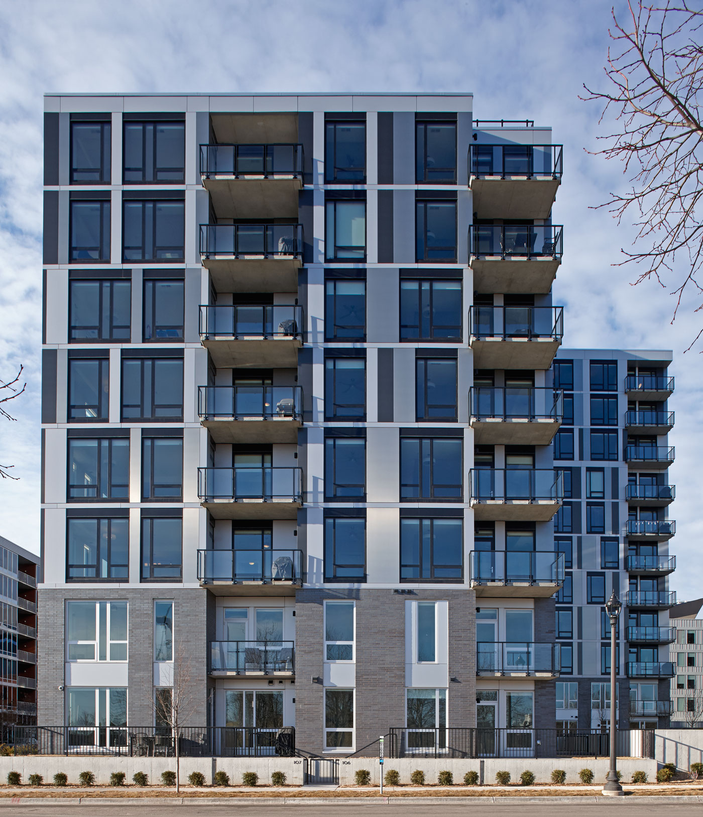 Luxury Apartment: Luxury Apartment Building's Sculptural Design Exudes