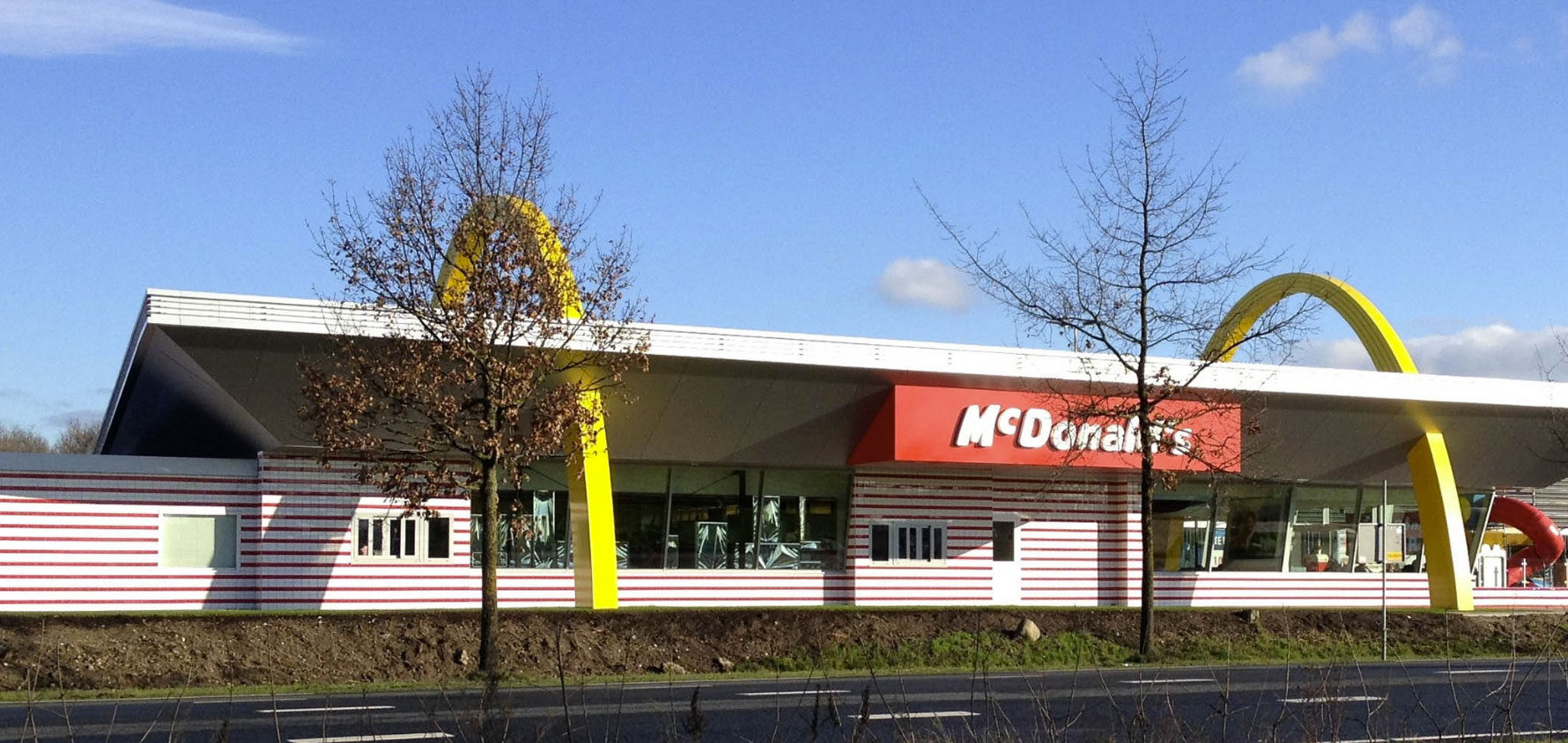 Netherlands Mcdonald S Best Debuts Iconic Retro Style With Alucobond Acm Exterior