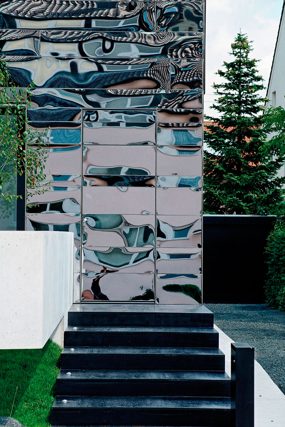 Wz2, Bernd Zimmermann, Reflective Mirror Home Design, Photography Valentin Wormbs