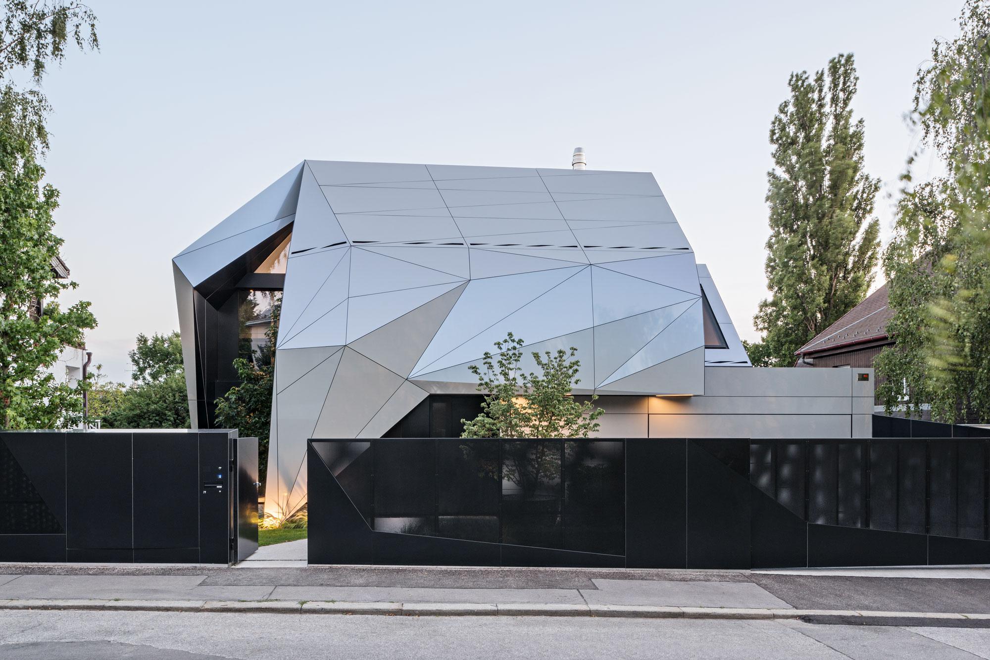 CoMED, ad2 architekten, Vienna, Austria, Alucobond Spectra Galaxy Blue, Hertha Hurnaus Photography