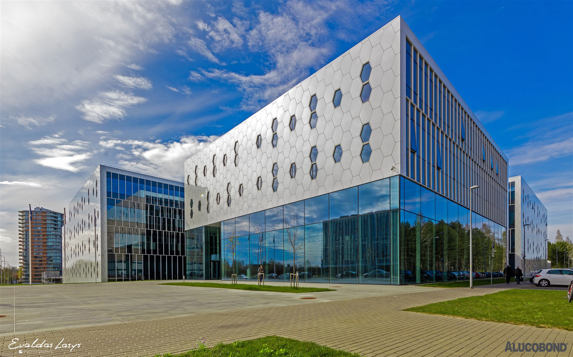 National Centre of Physical and Technological Sciences, University of Lithuania, AKG Architects, Alucobond PLUS Sparkling White Silver, Evaldas Lasys Photography