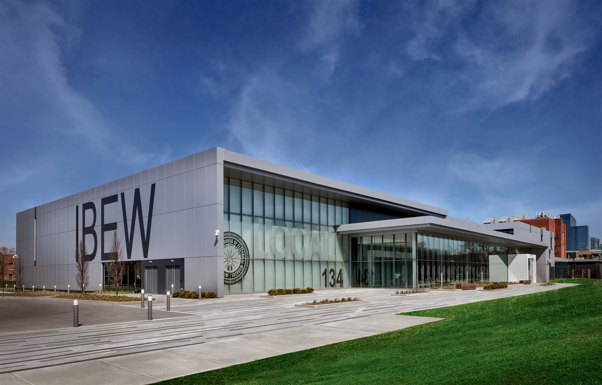 IBEW Local 134 Headquarters, Wight Company, Sobotec, Architectural Panel Systems, Alucobond PLUS, Photography Paul Schlismann