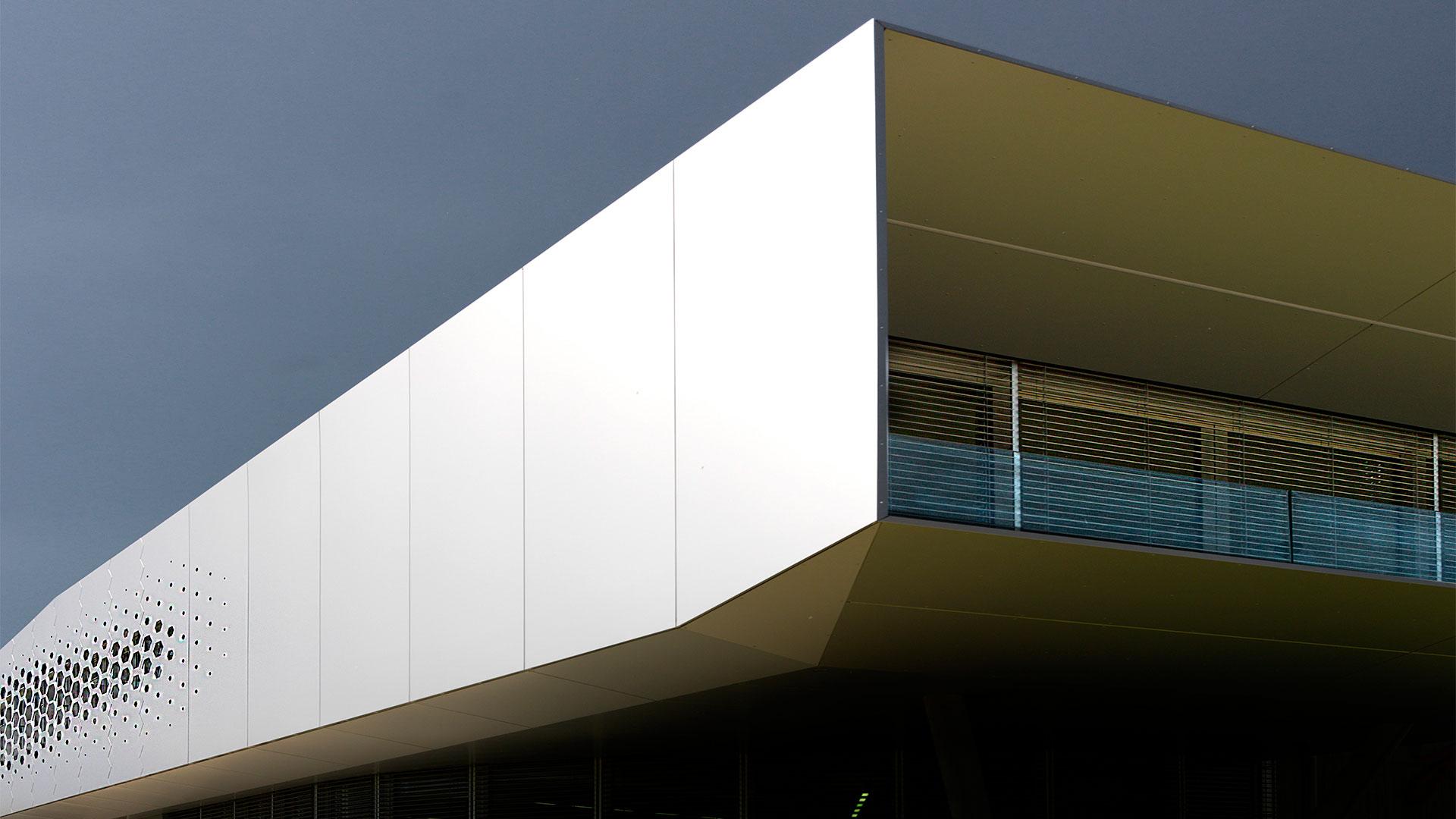 Goldhauben Webe, Architekturburo Klinglmuller ZT KG, Alucobond PLUS Silver Metallic, 2016